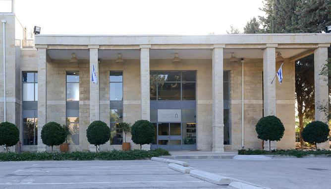 התאמת קווי צמחייה לקווים הארכיטקטוניים של המבנה